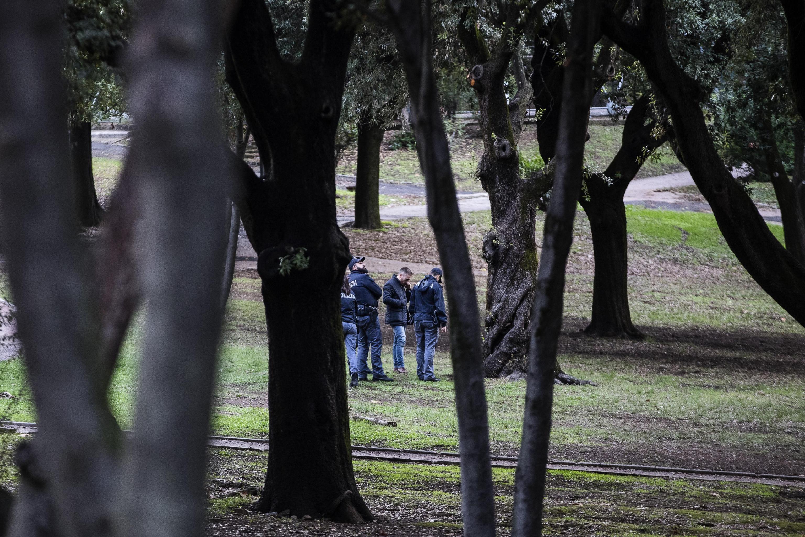 Cadavere di donna carbonizzato trovato nel parco delle Tre Fontane a Roma