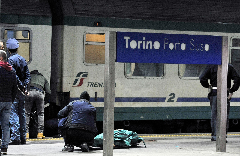 Cade sotto treno, morta 15enne a Torino Porta Susa