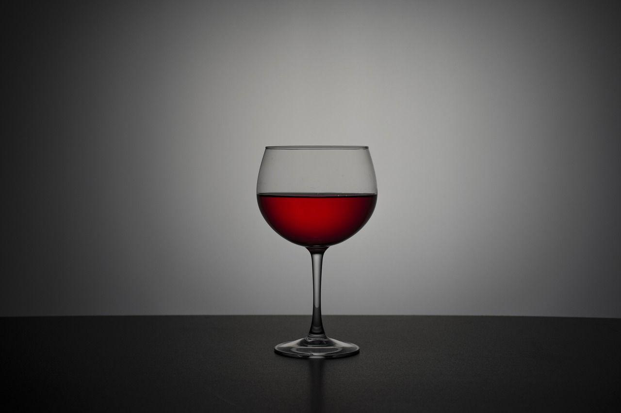 Bere alcol accorcia la vita, 4 anni in meno per chi supera i 18 bicchieri a settimana