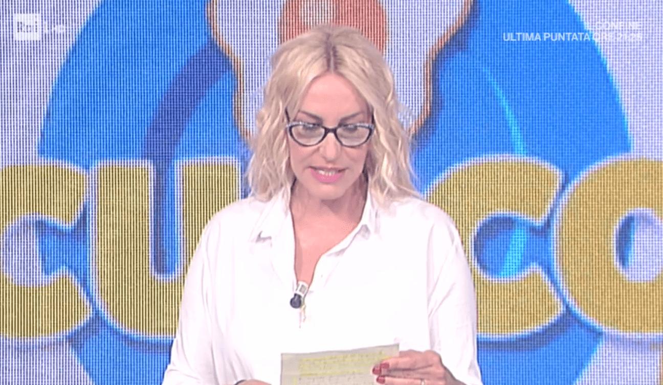 Antonella Clerici legge la lettera della concorrente e si commuove: 'Ci mancherai molto'
