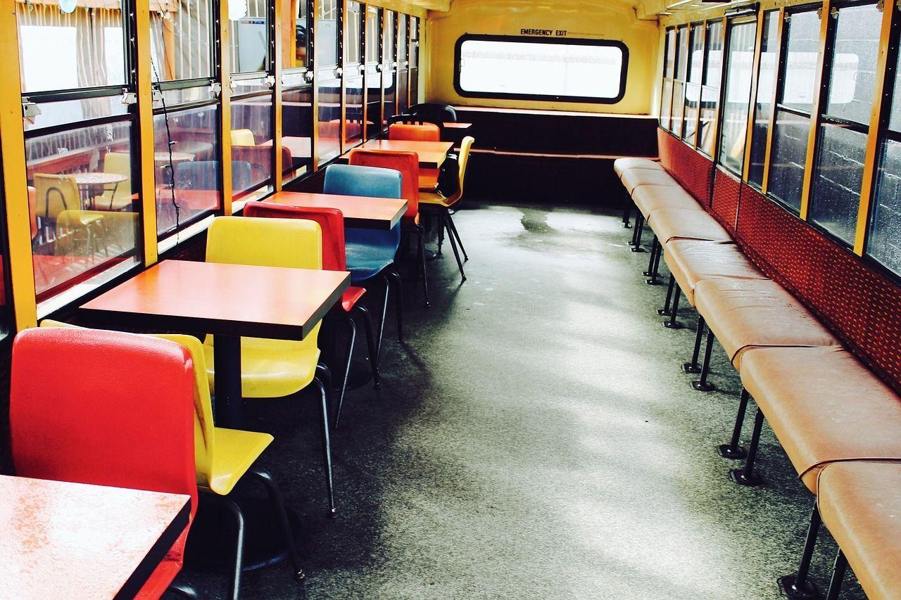 Autista di scuolabus ha un malore improvviso accosta, salva i bambini e poi muore