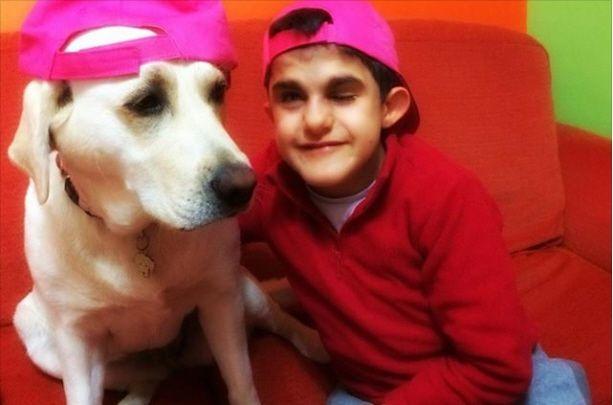 Carlo e Lulù: la storia di un'amicizia speciale tra un bambino sordo e un cane