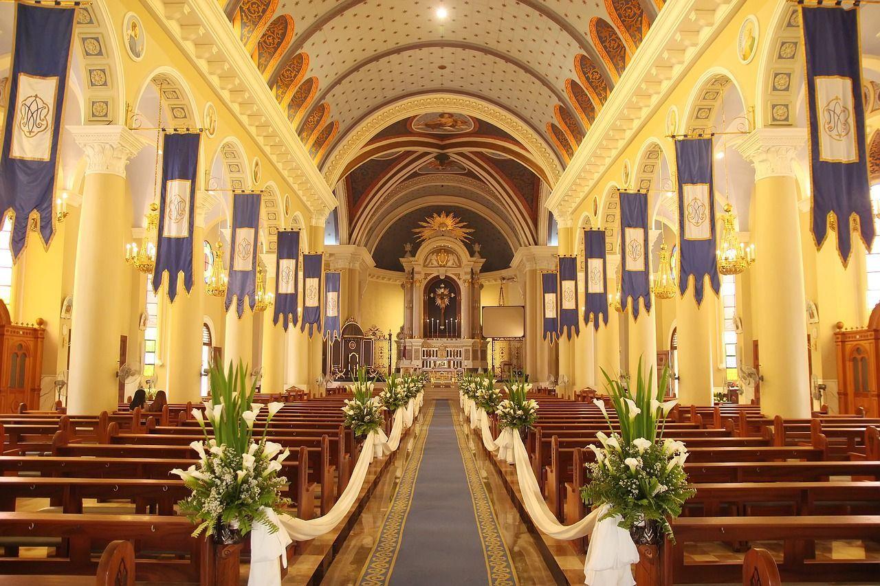 Coppia muore il giorno prima di sposarsi il funerale nella stessa chiesa del matrimonio