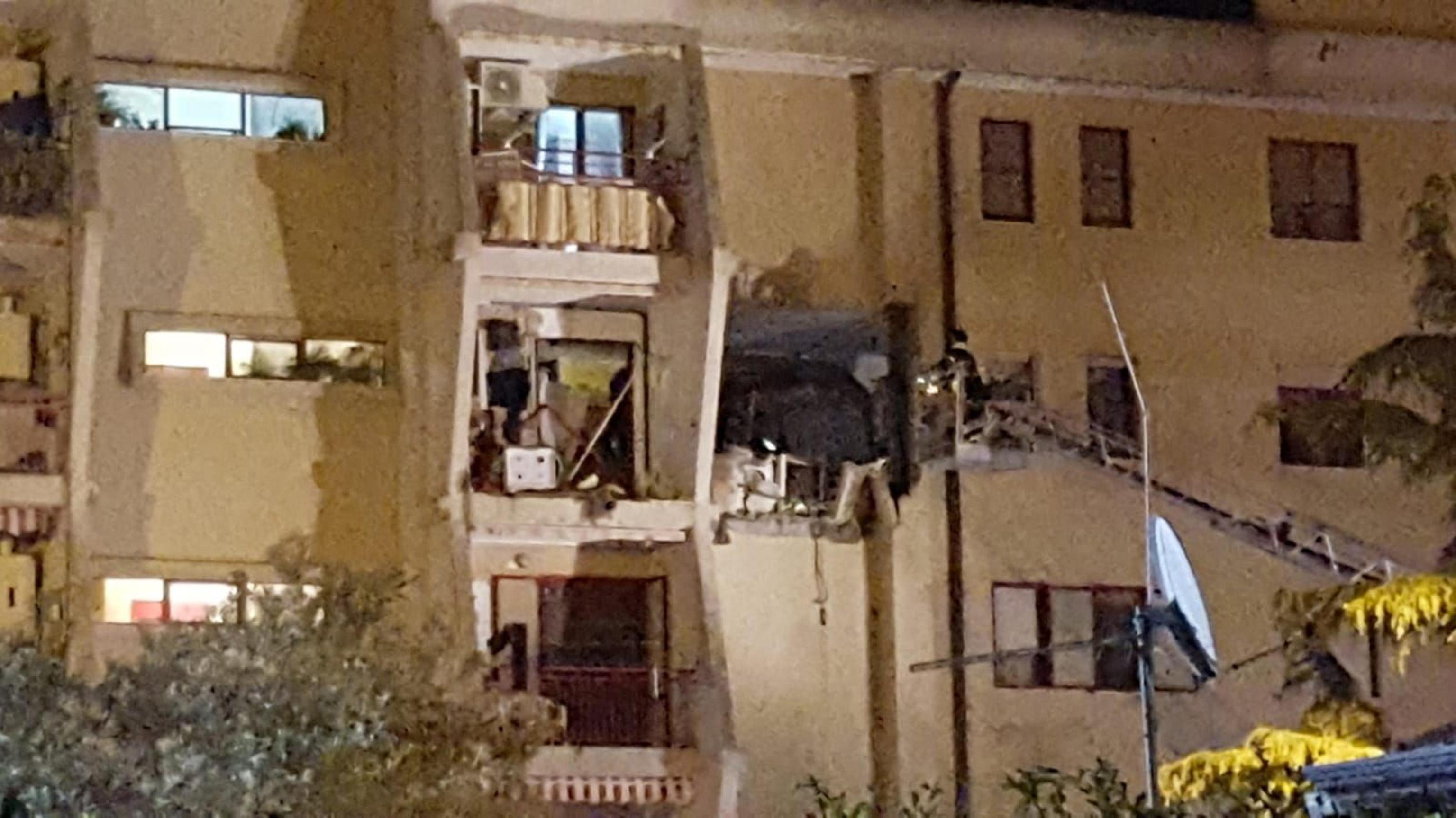 Crotone, esplosione in un appartamento: 2 morti e 4 feriti