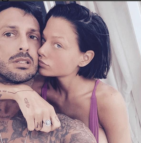 Fabrizio Corona regala un anello a Silvia Provvedi