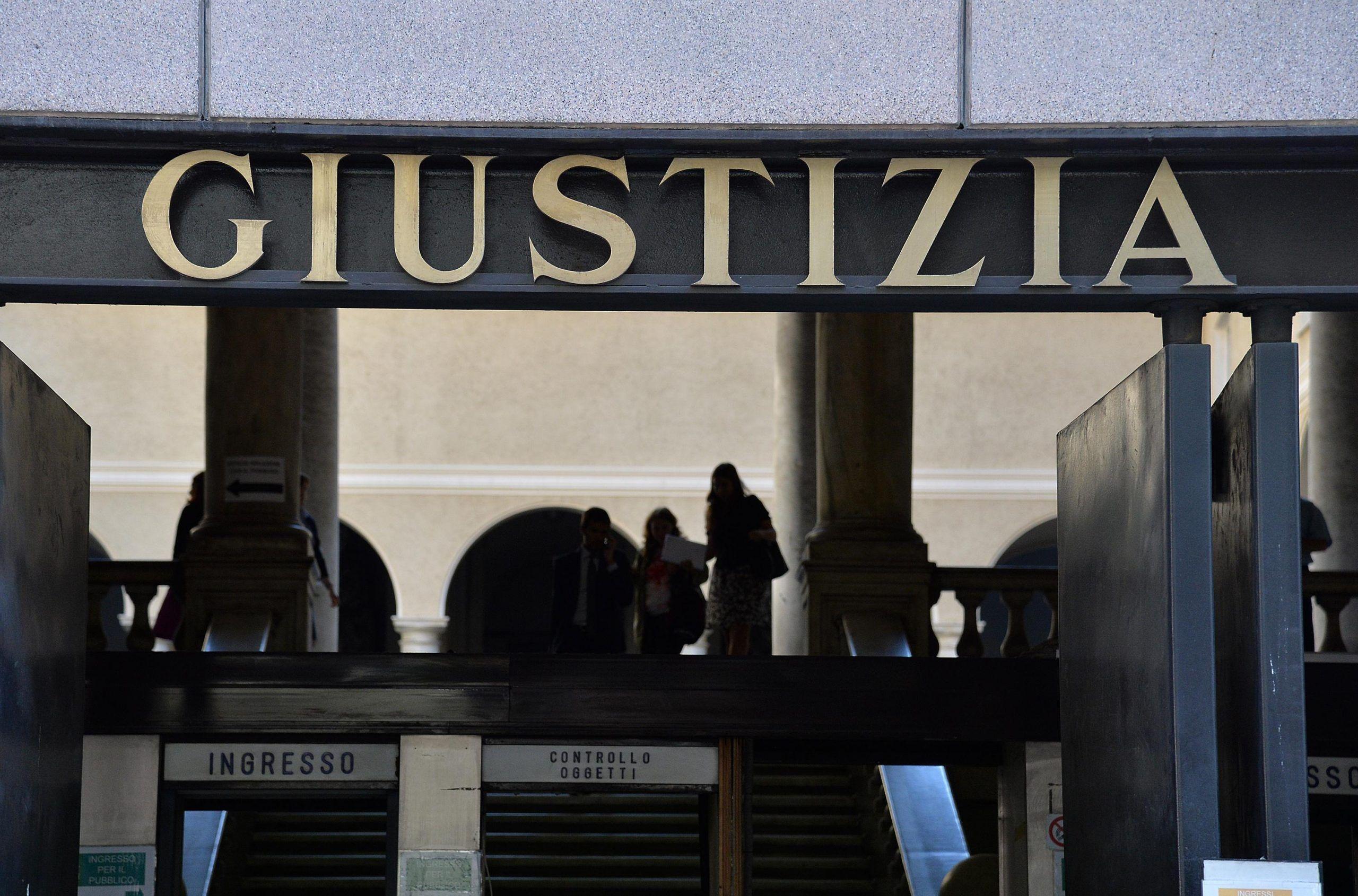 Genova, 14enne drogata e abusata dal padre condannato a 12 anni