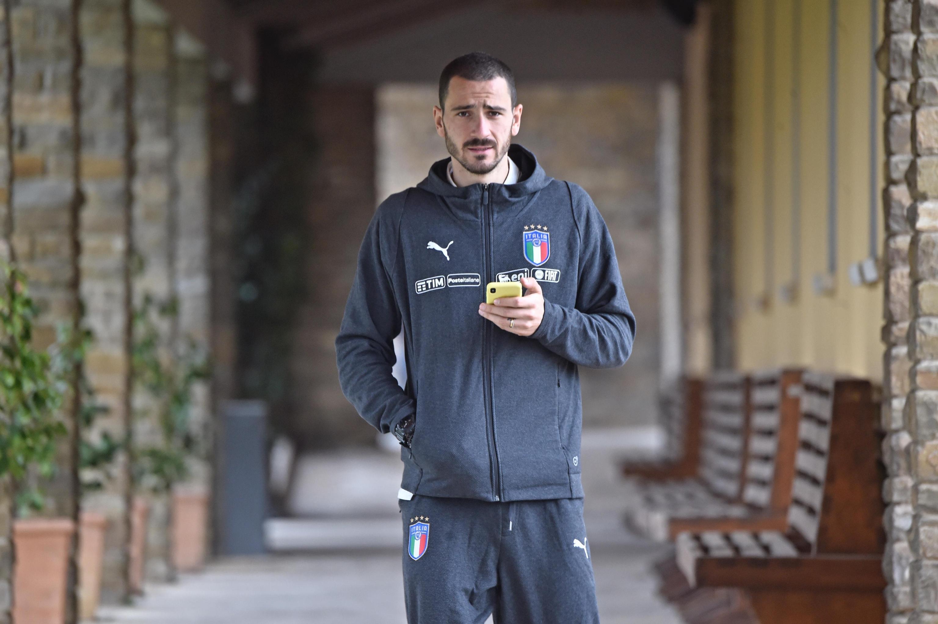 Leonardo Bonucci, gli insulti sui social per la foto del figlio