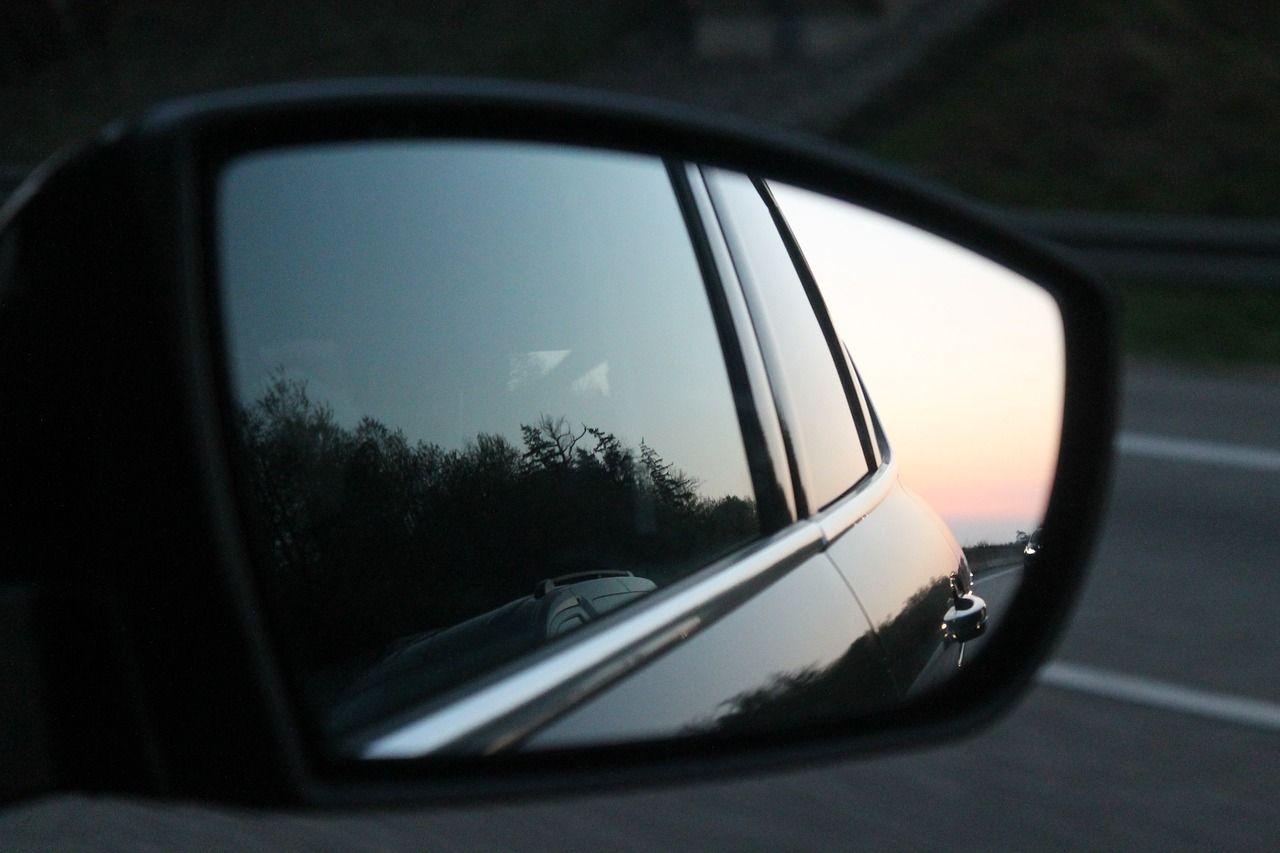Milano: urta lo specchietto di un'auto e viene aggredito con la mazza da baseball