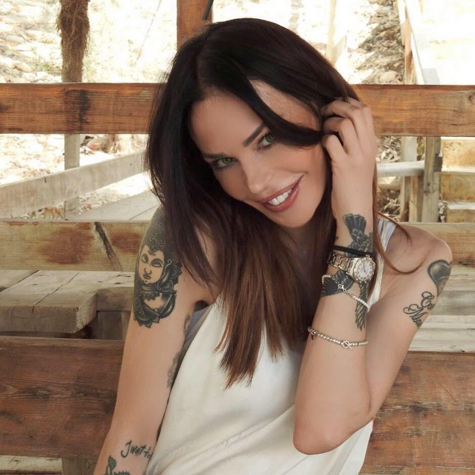 Nina Moric lascia CasaPound e si scusa: 'Ho commesso degli errori, chiedo perdono….'
