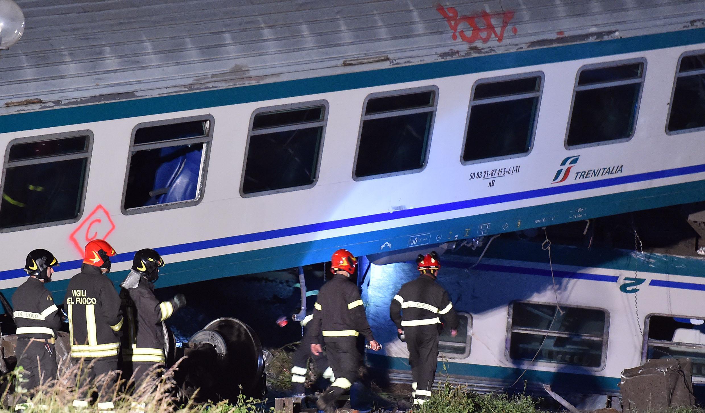 Scontro tra un treno e un camion sulla Torino-Ivrea: 2 morti e almeno 25 feriti