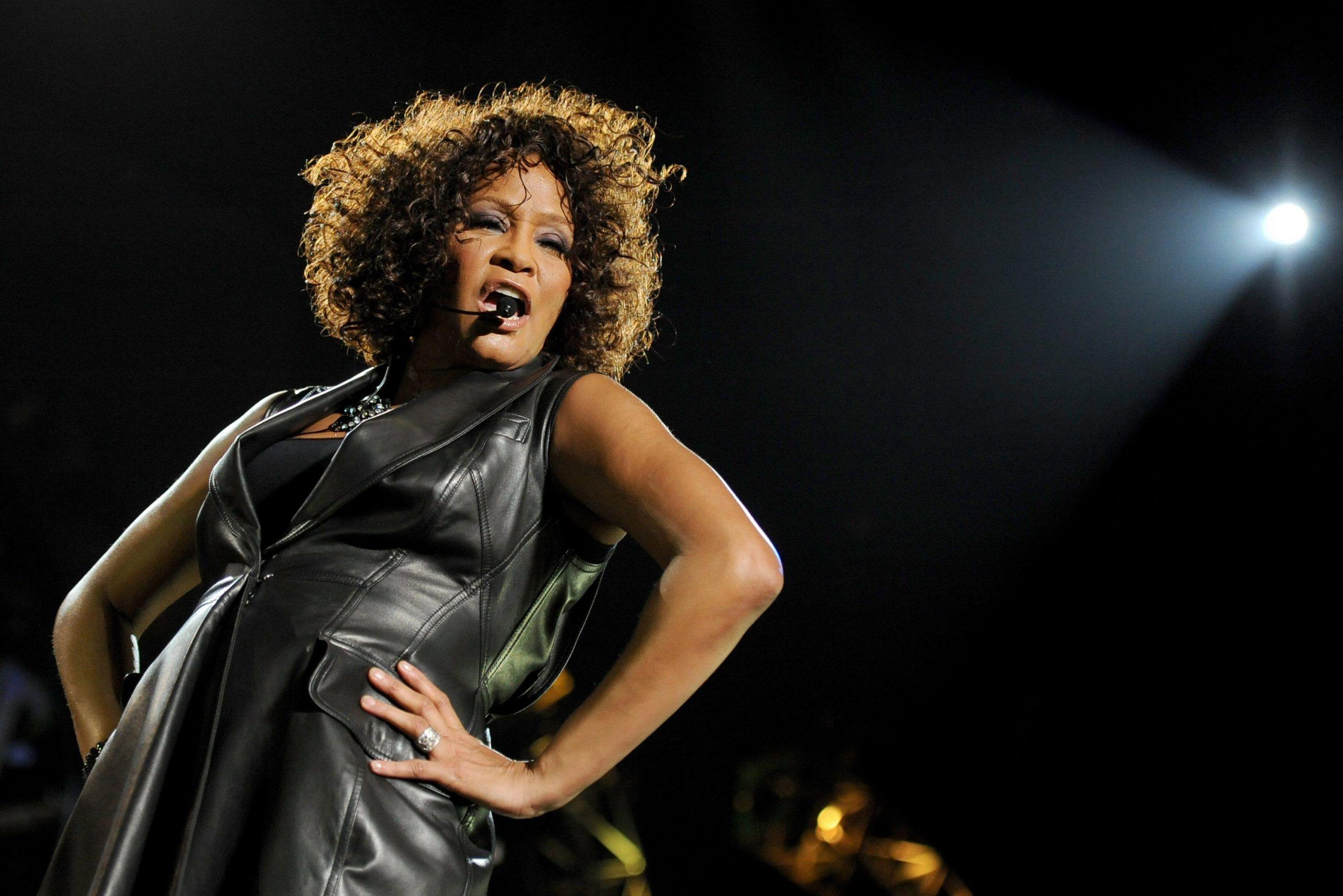 Whitney Houston abusata sessualmente dalla cugina