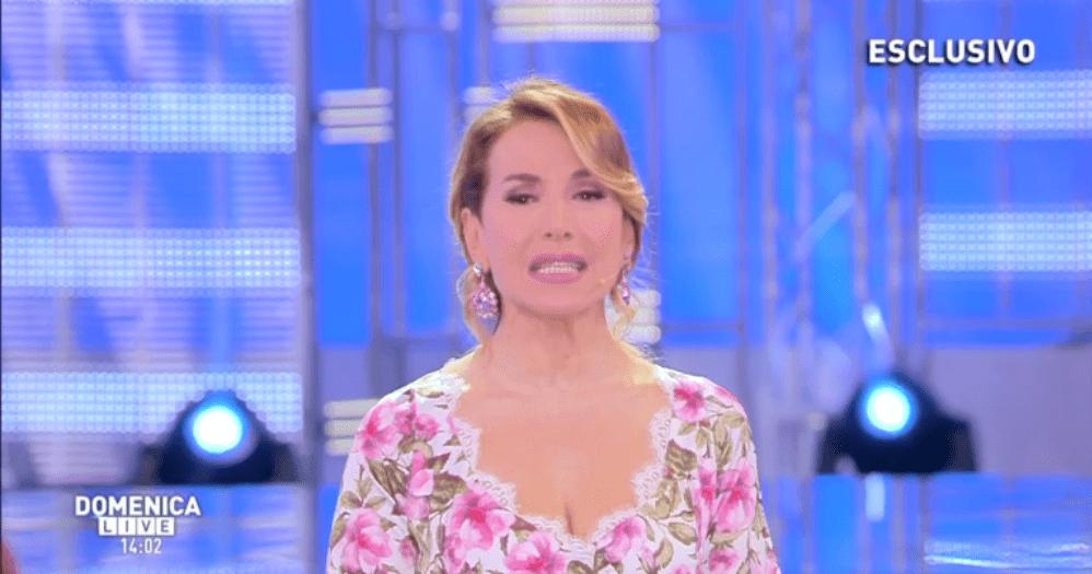 Barbara D'Urso 'vola alto' anche senza Fabrizio Corona, lui la attacca sui social
