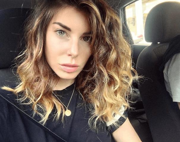 bianca atzei selfie in macchina