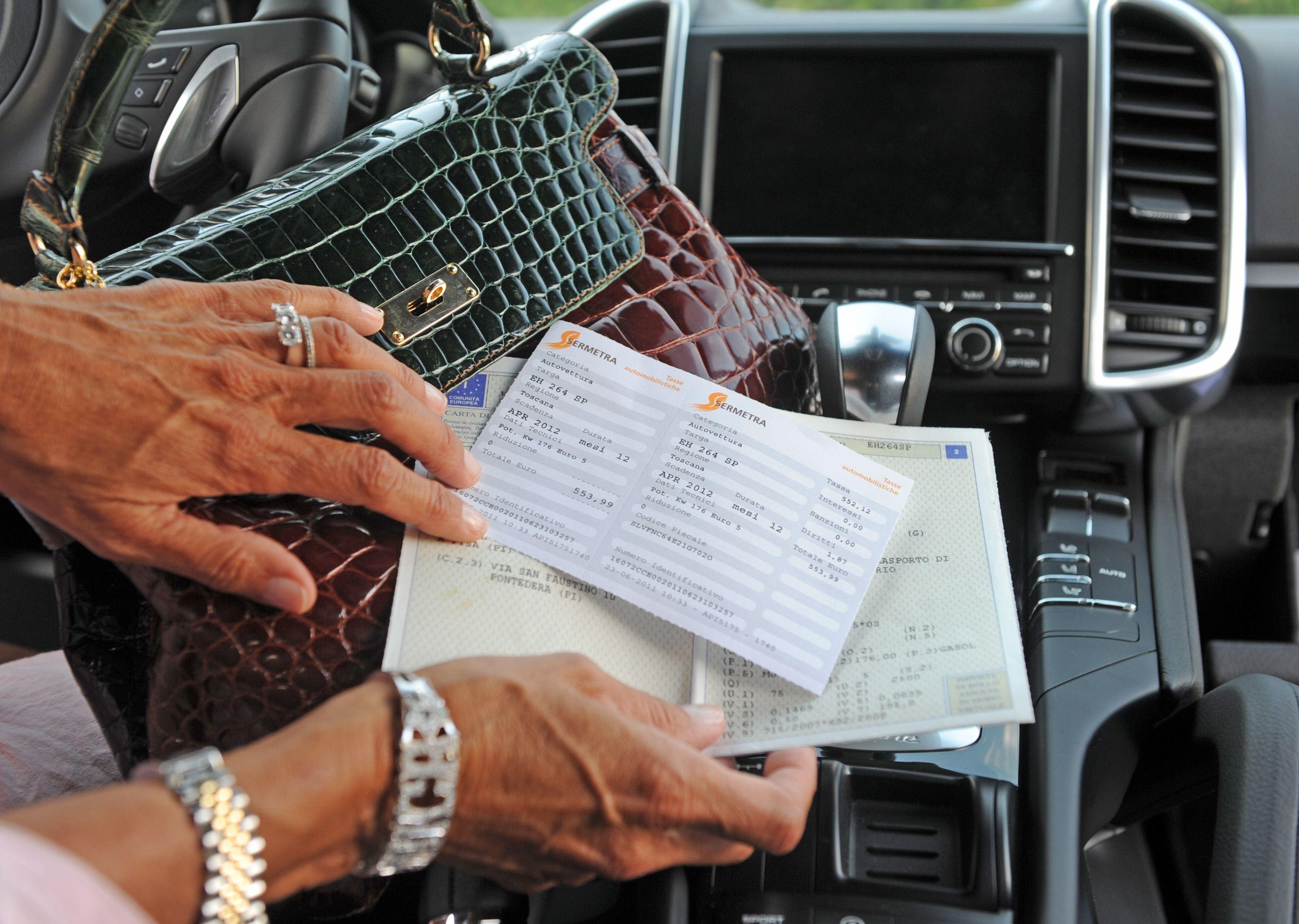 Bollo auto: dopo 3 anni scatta la prescrizione, la Cassazione lo conferma