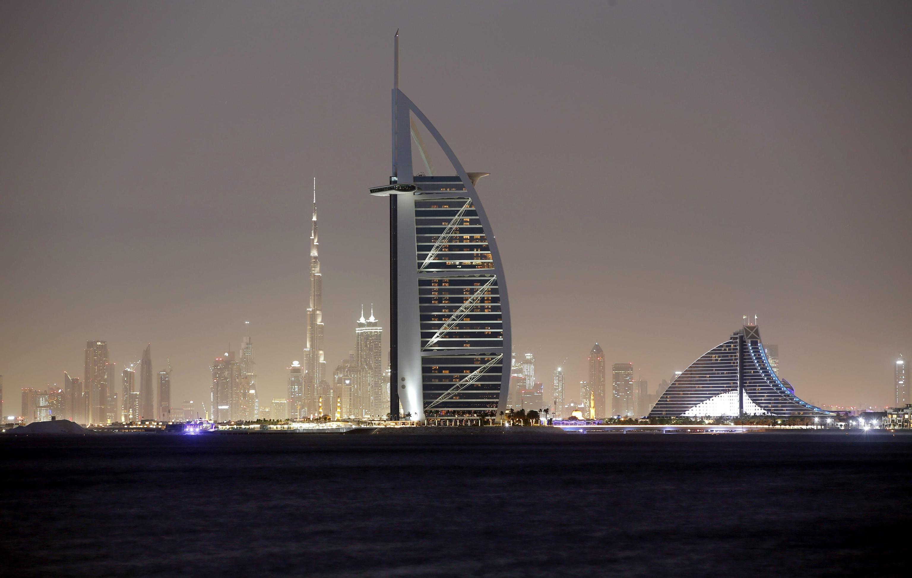 Chiede un permesso con la legge 104, viene trovato a Dubai in vacanza
