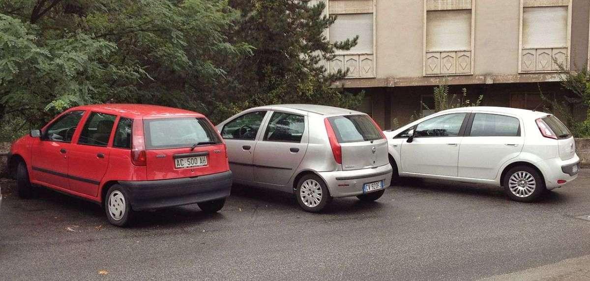 Fiat Punto va fuori produzione, ripercorriamo 25 anni di storia dell'utilitaria di successo [FOTO]