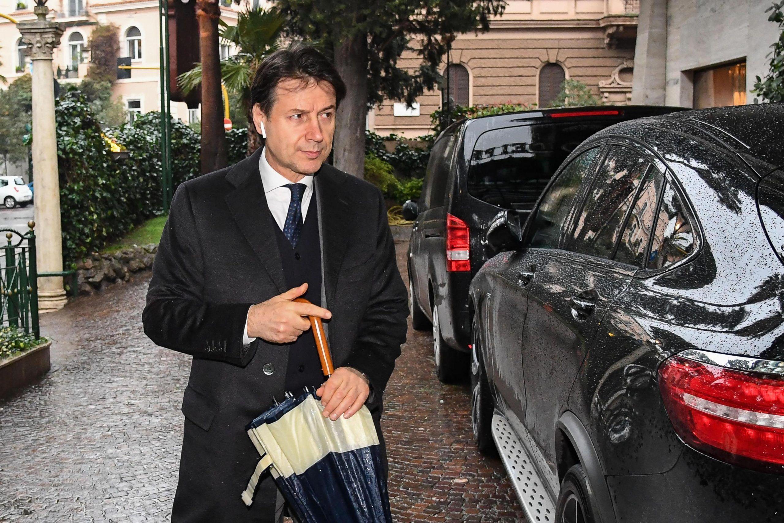 Giuseppe Conte, il curriculum gonfiato e quei misteri che gettano ombra sul premier nominato da M5S e Lega
