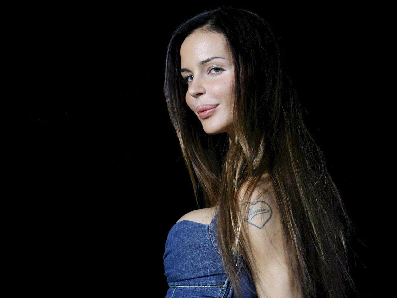 Nina Moric: 'Favoloso? Mi interessa solo riavere mio figlio Carlos'