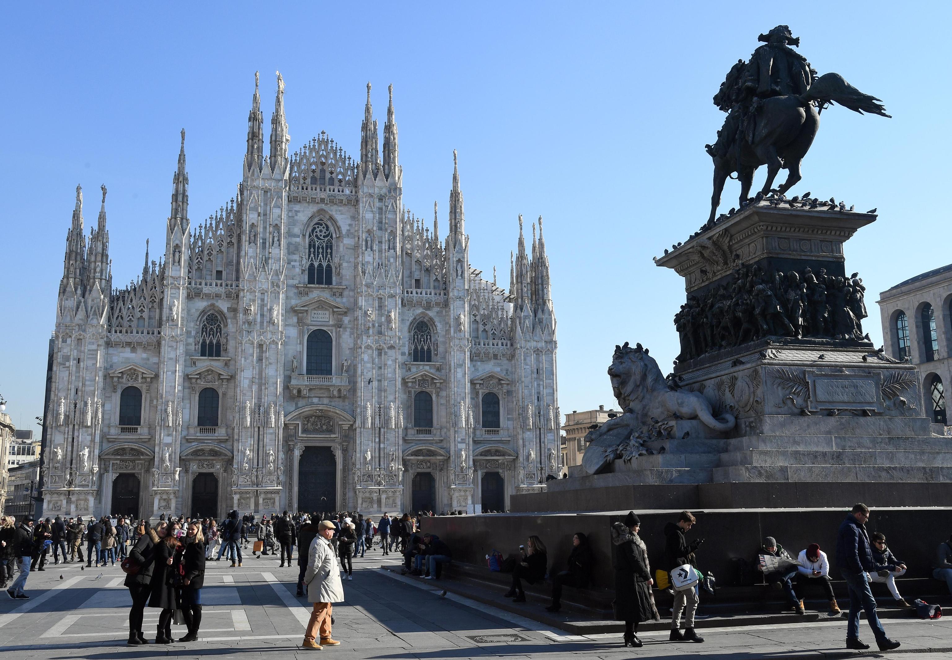 Milano: vigili accerchiati da 15 senegalesi abusivi, due finiscono in ospedale