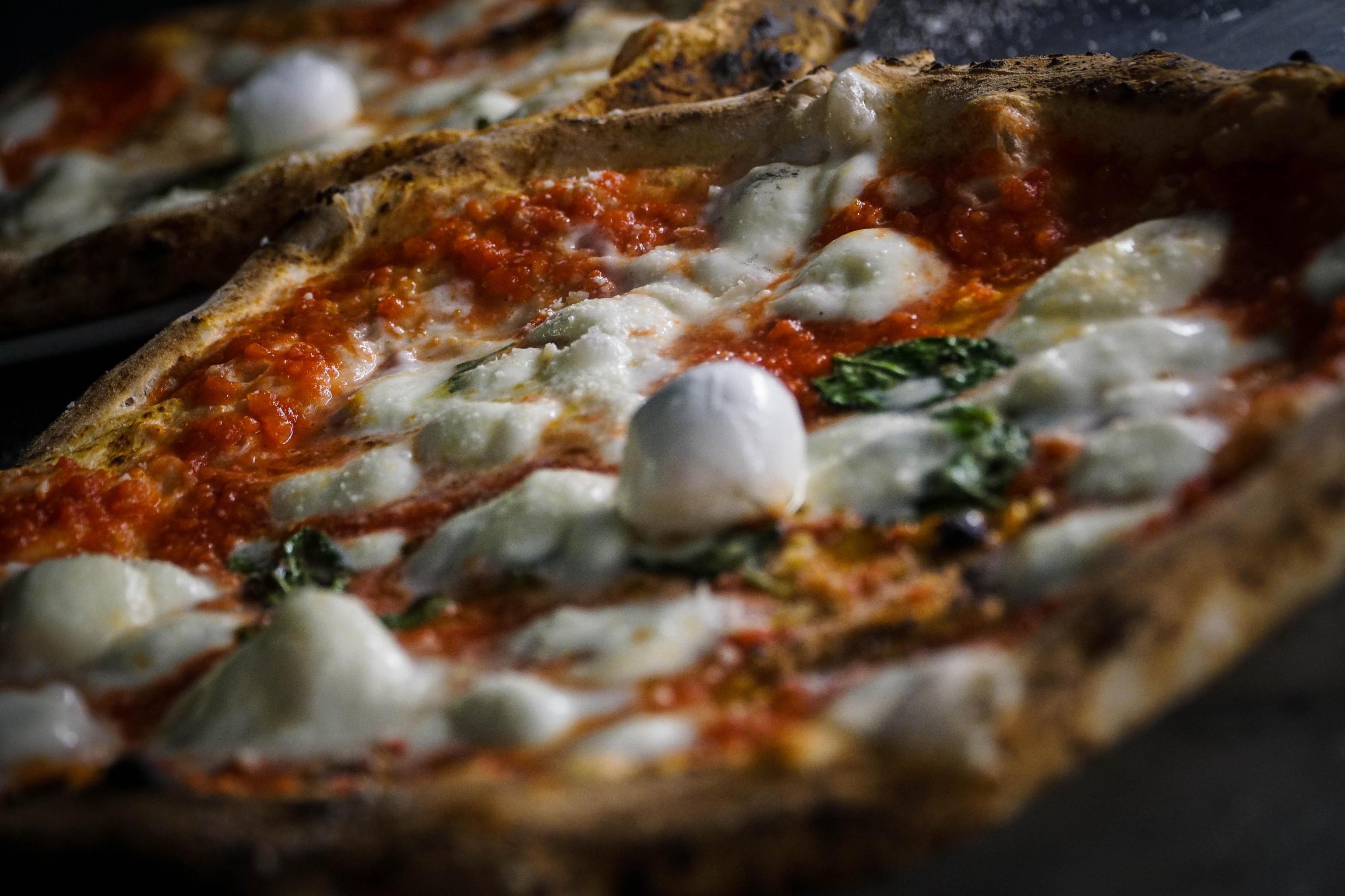 Coppia francese amante della pizza sceglie Caiazzo per il matrimonio in pizzeria