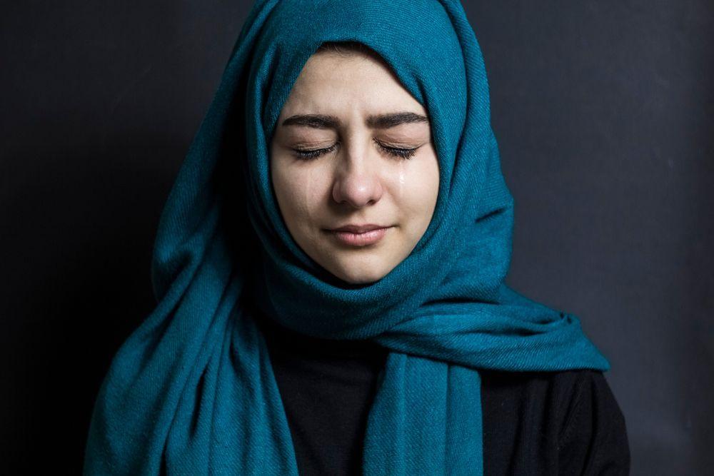 ragazza islamica triste