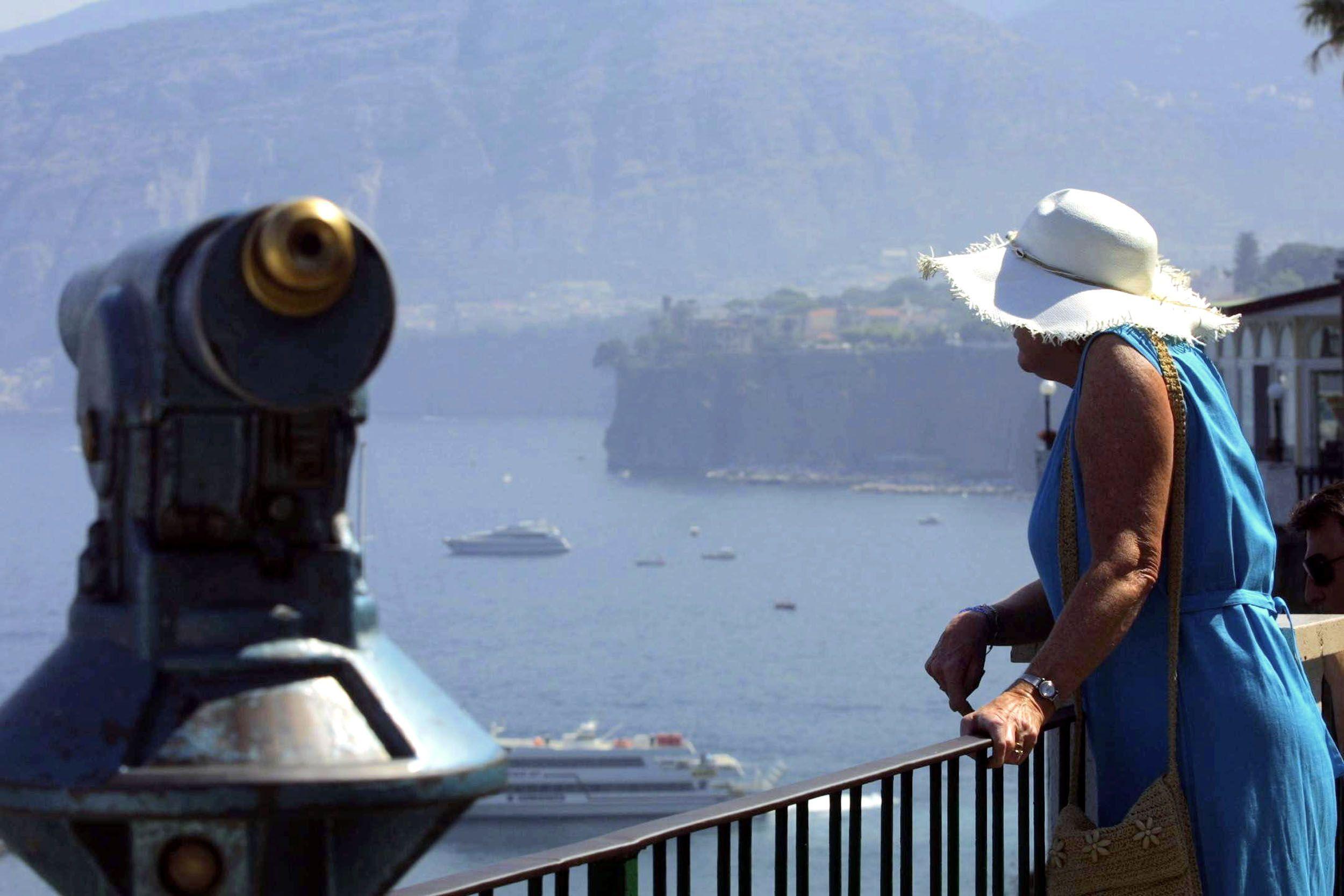 Turista inglese drogata e stuprata a Sorrento: il branco si scambiava i video su Whatsapp