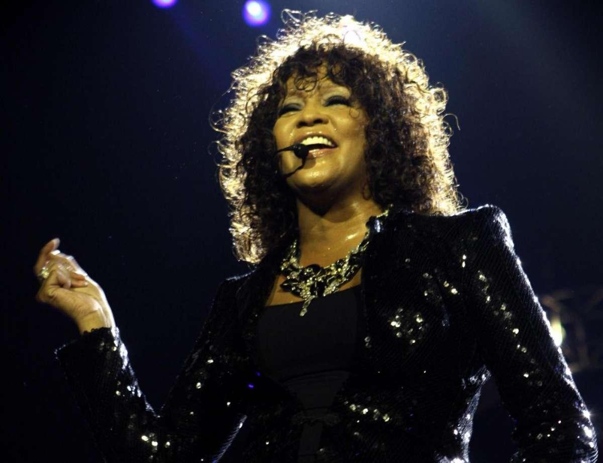 Whitney Houston abusata sessualmente dalla cugina