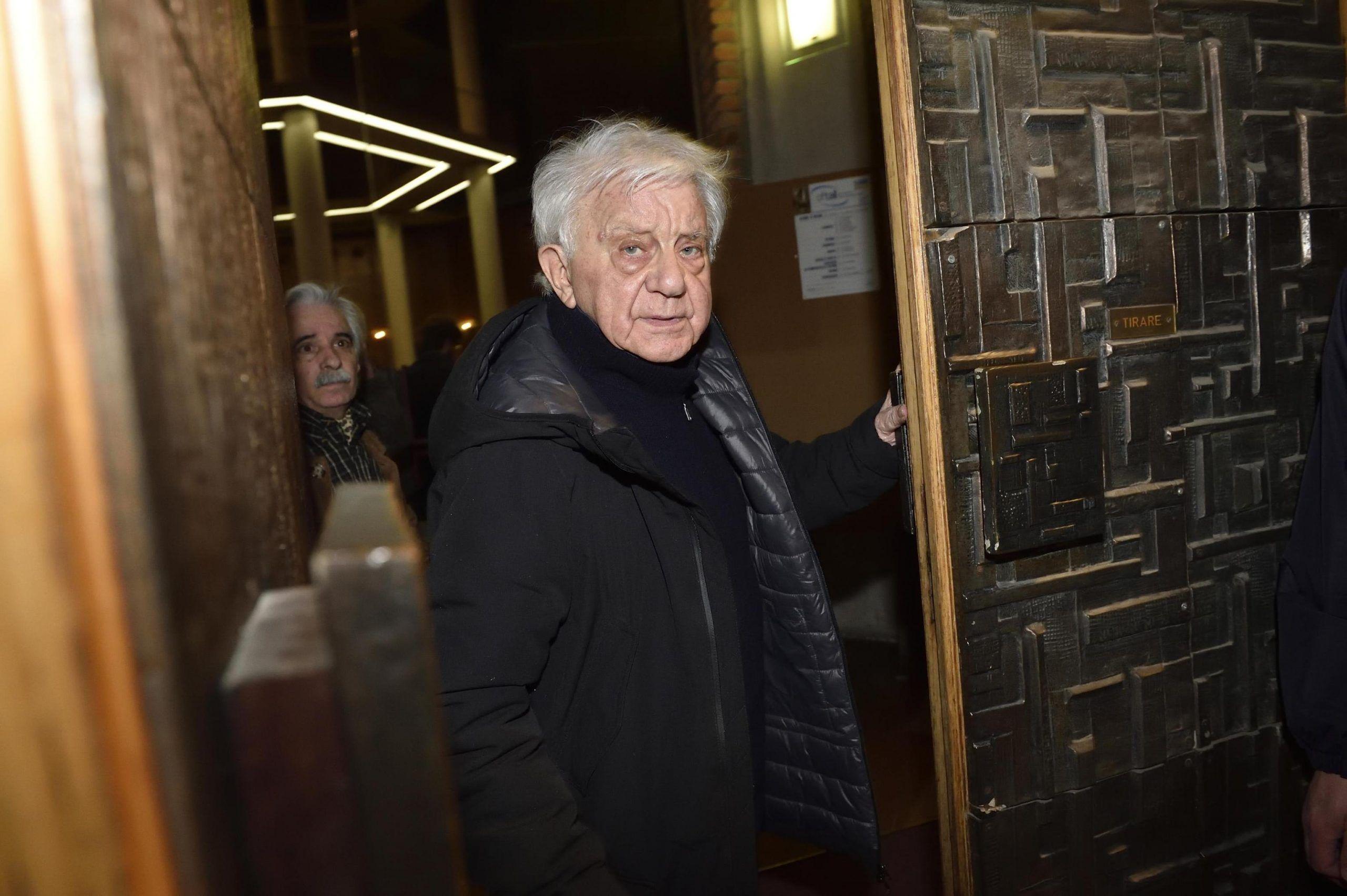 Don Mazzi risponde alle accuse di Fabrizio Corona