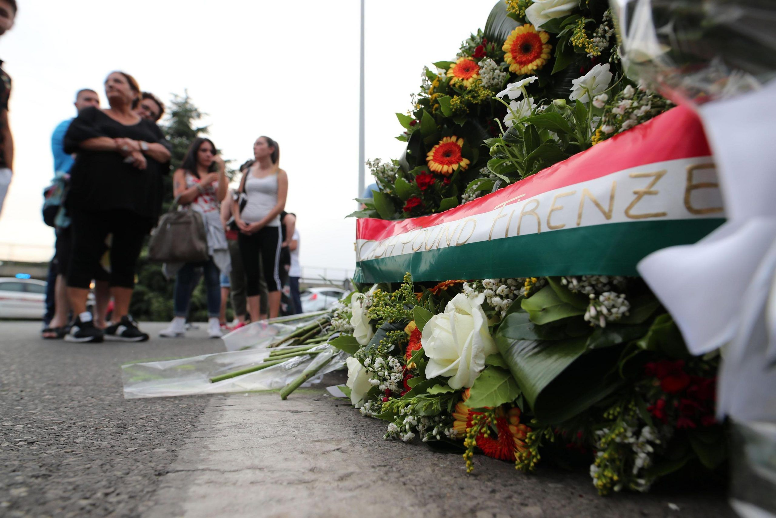 Dopo la morte di Duccio Dini in un inseguimento tra rom, Firenze manifesta tra rabbia e dolore