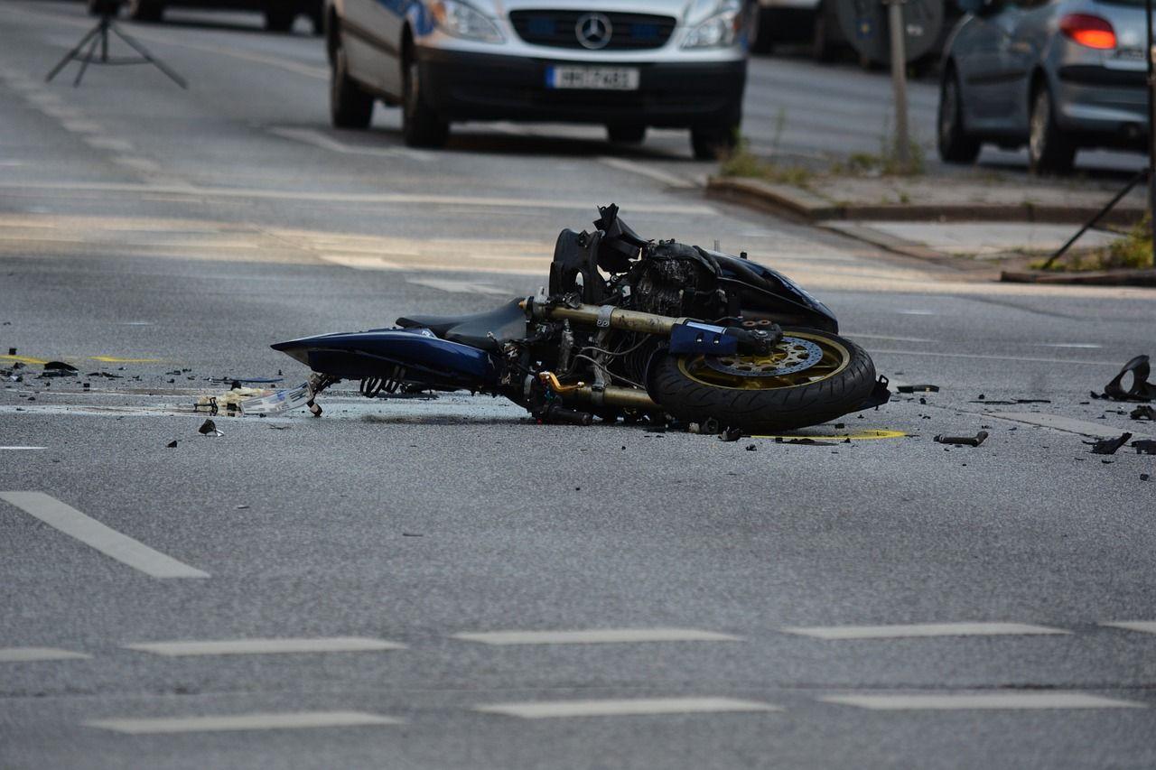 Palermo 18enne perde il controllo della moto e muore