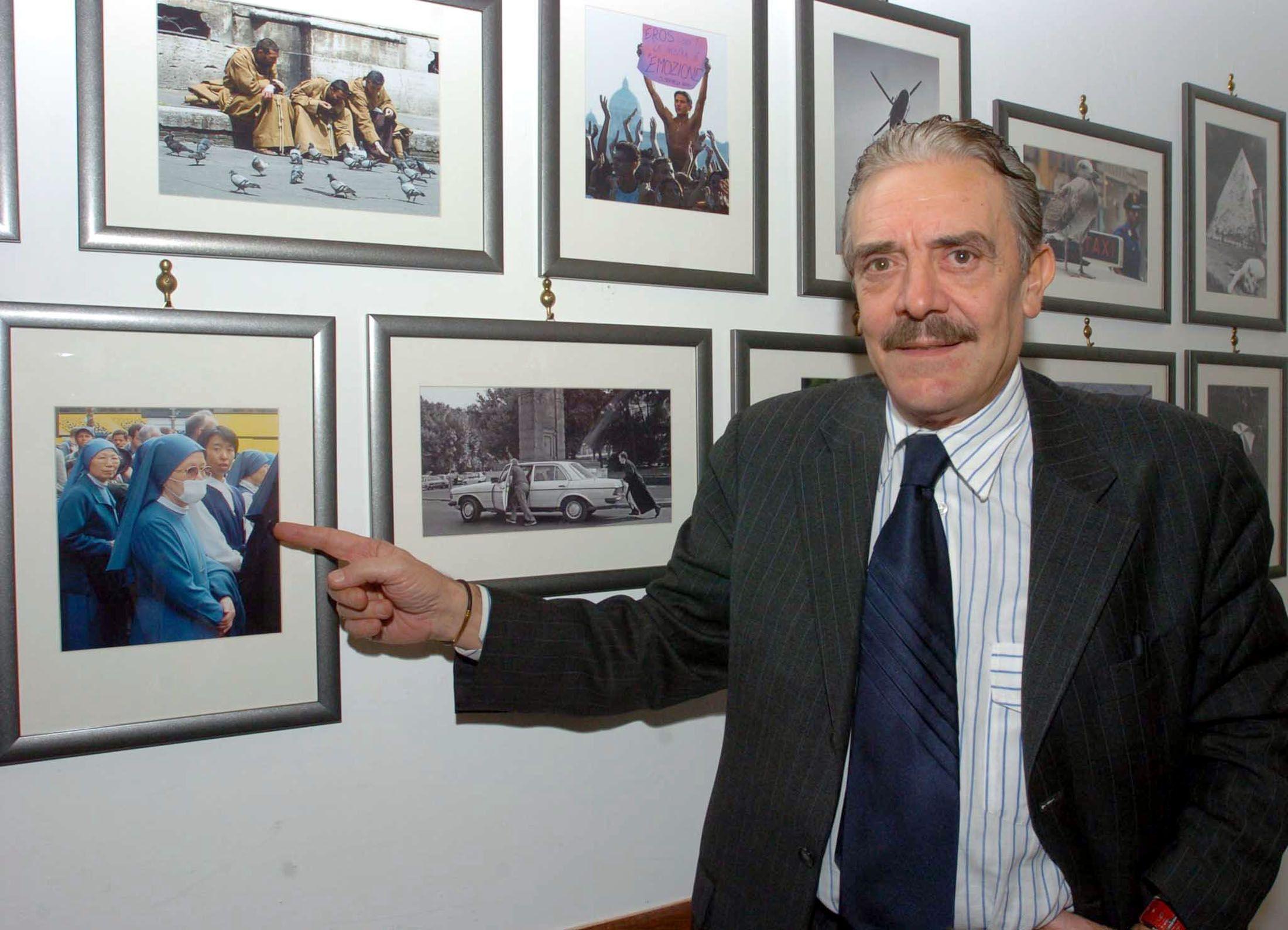 Morte Anthony Bourdain, il paparazzo Rino Barillari si pente per le foto di Asia Argento con Hugo Clement