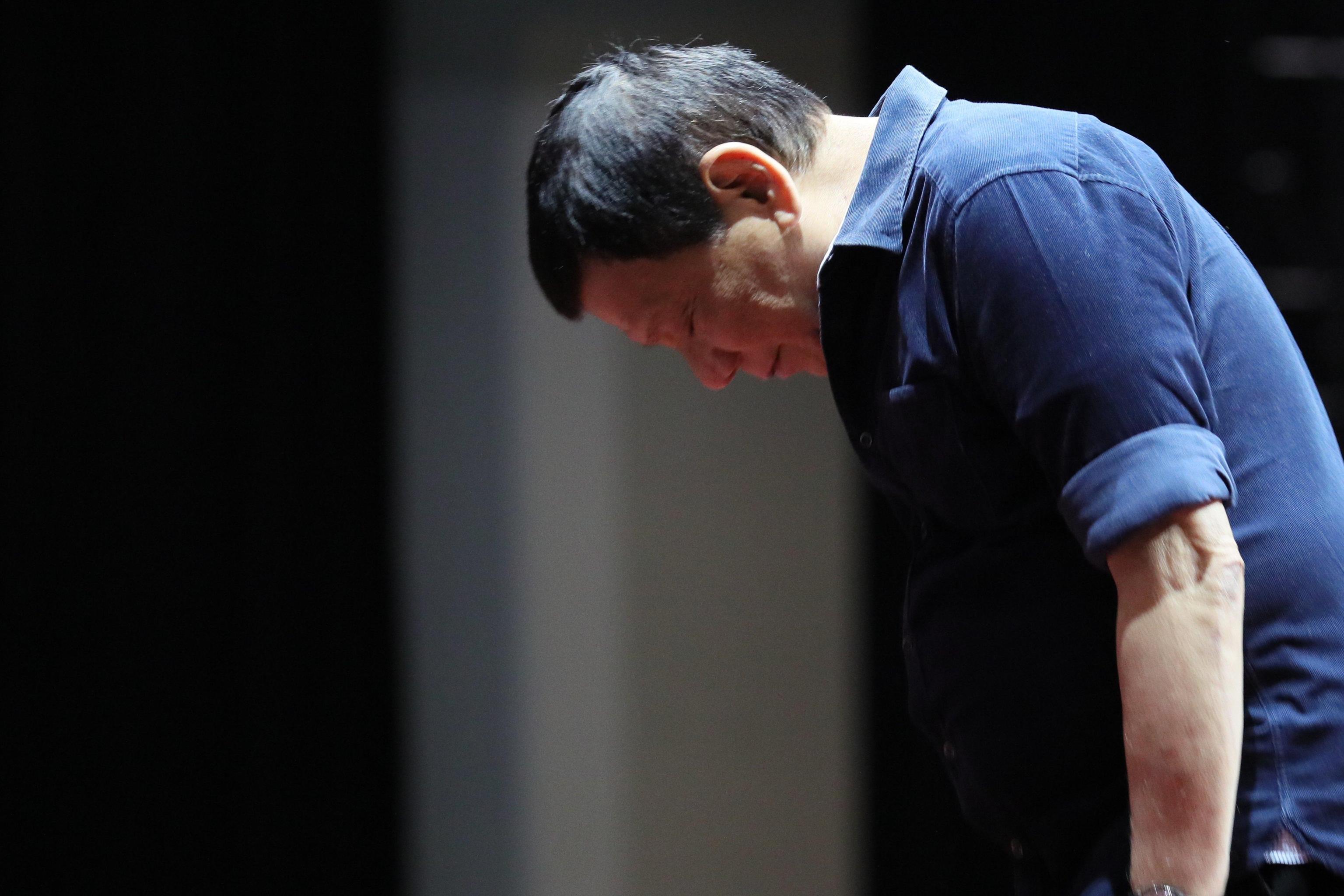 Il presidente delle Filippine Rodrigo Duterte bestemmia in diretta