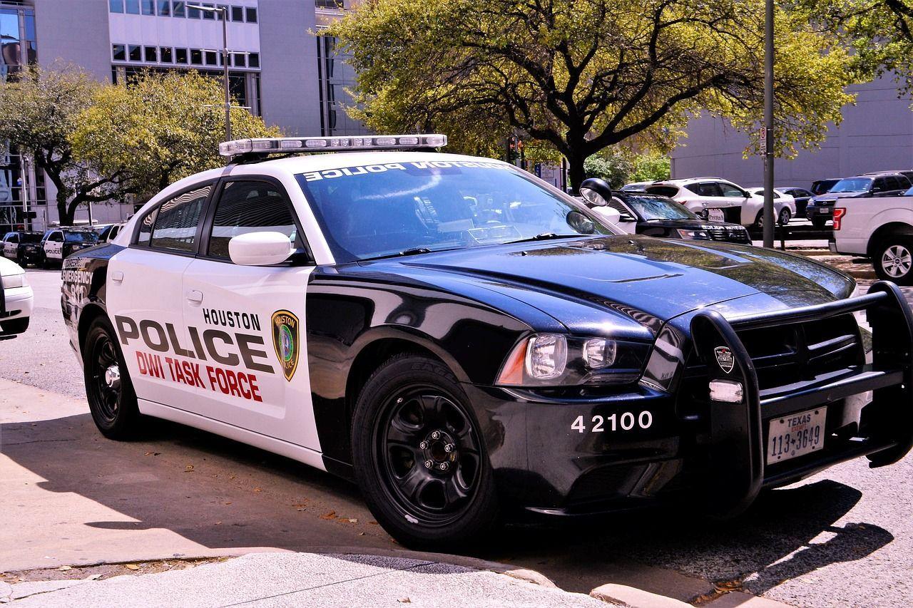 Texas, agente violenta una bambina di 4 anni e minaccia la madre: arrestato