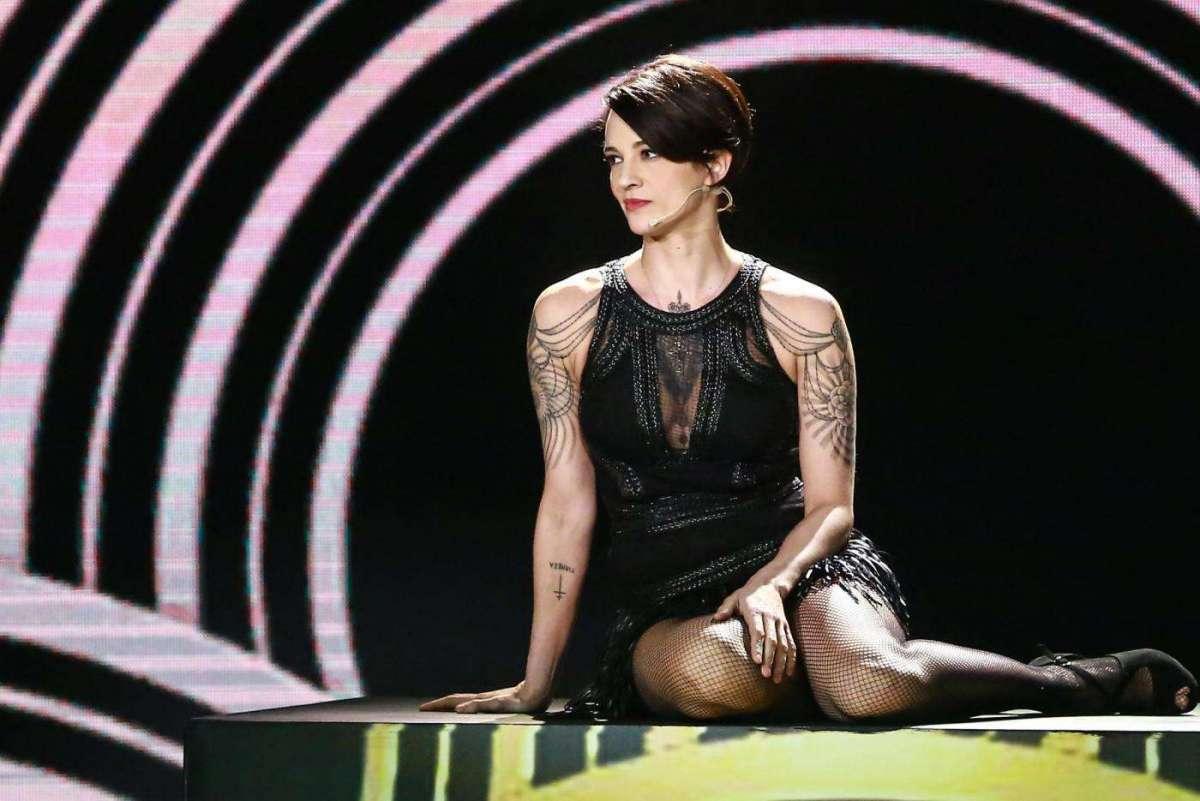 X Factor 12, Asia Argento ringrazia il pubblico dopo la morte di Anthony Bourdain: 'Sto sopravvivendo'