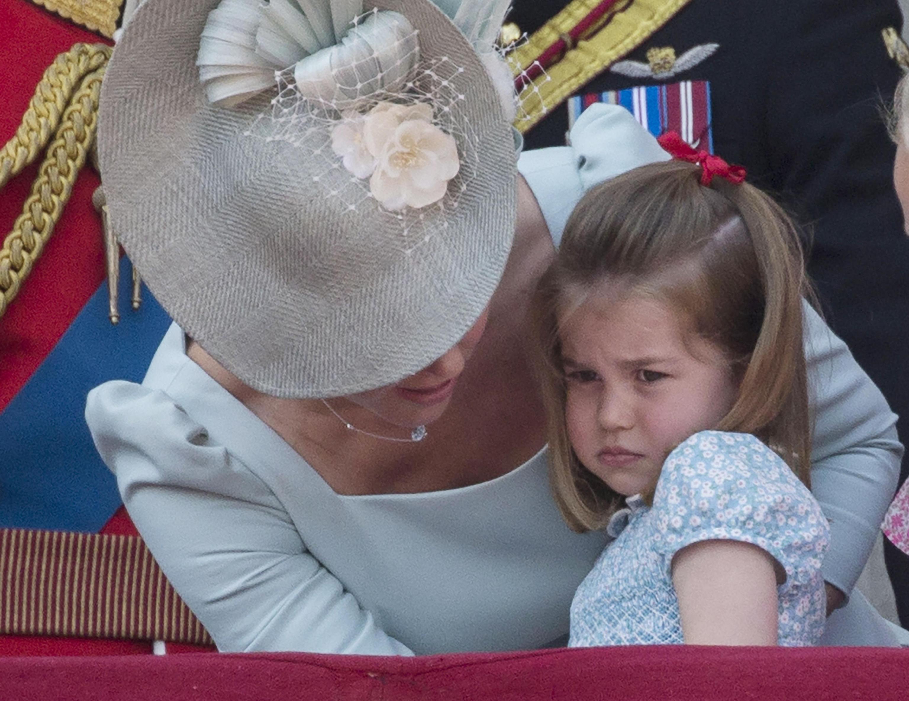 La piccola Charlotte cade e mamma Kate la prende al volo