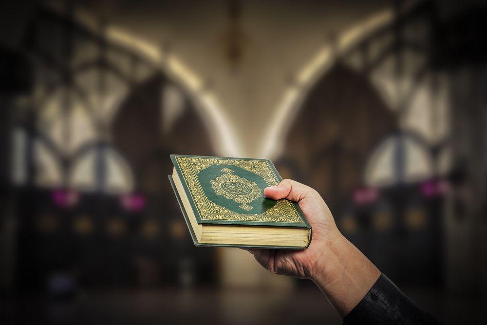 Uno dei compagni è islamico e rispetta il Ramadan: cena di fine anno posticipata