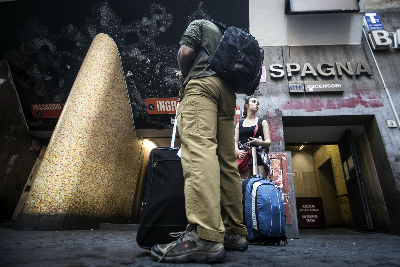 Borseggiatrici in metro, stazione Spagna a Roma chiusa 20 minuti