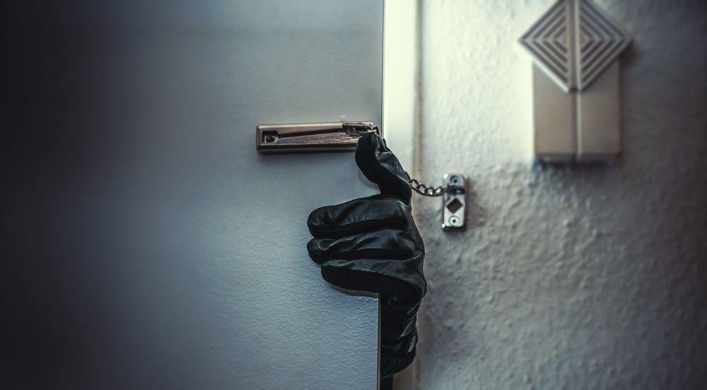 Furti in appartamento: perché la polizia indaga solo se sei 'qualcuno'?