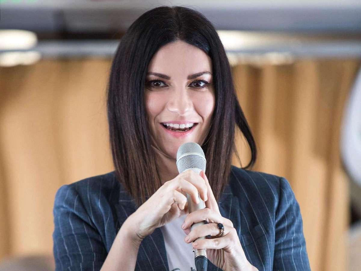 Massimo Bernardini contro Laura Pausini: 'Basta ammiccamenti, sei una signora'