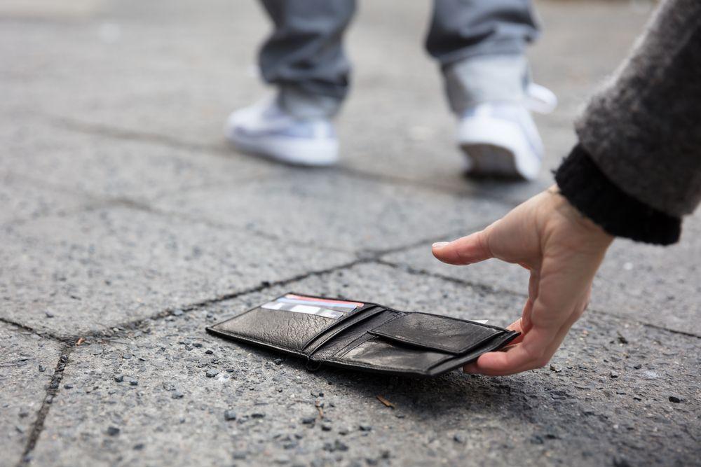 Restituisce portafoglio con quasi 500 euro e gli viene offerto un posto di lavoro