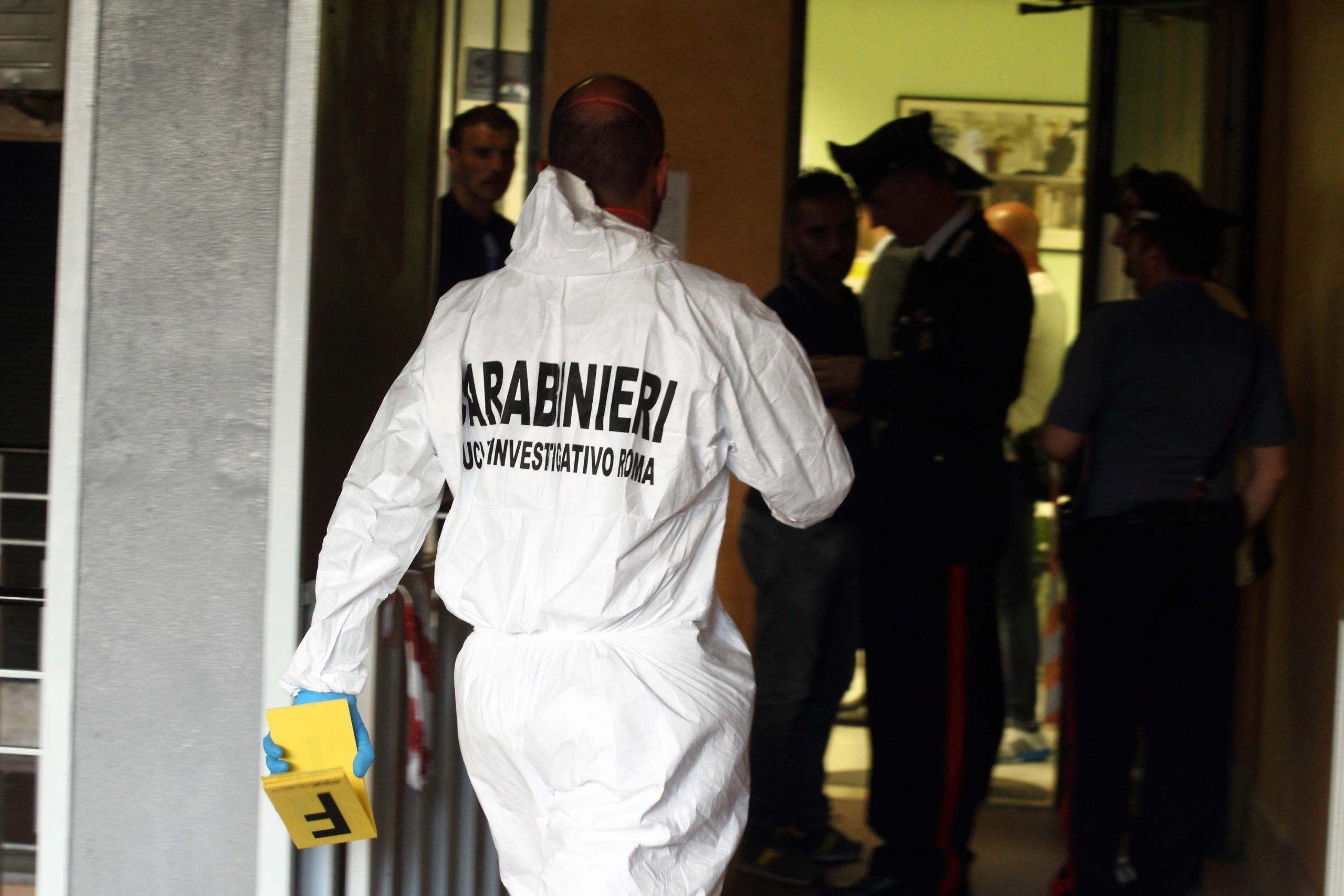 Parte colpo pistola muore uomo in studio medico a Roma