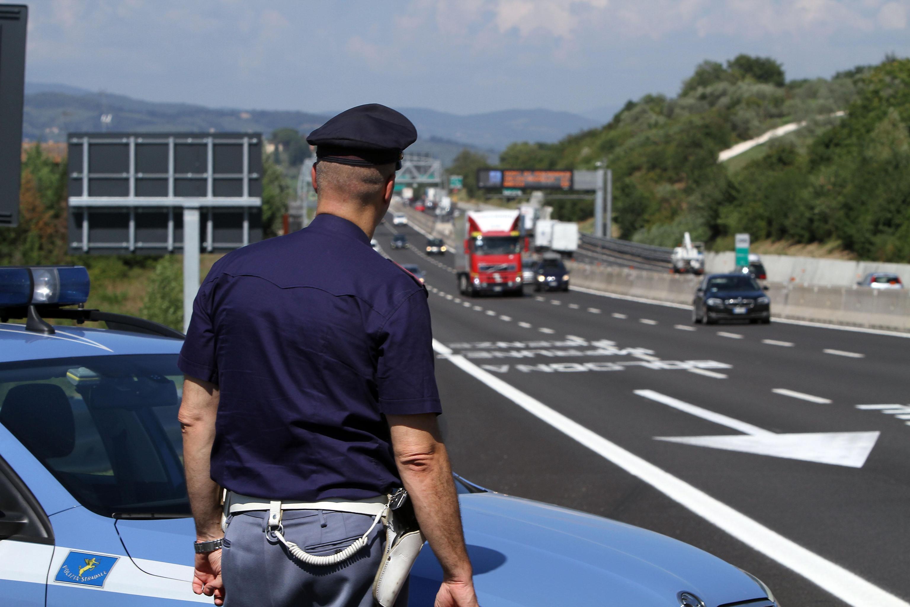 Rom forza posto di blocco e gli agenti sparano: risarcito con 60mila euro