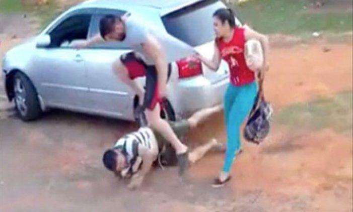 Scambia il suocero per l'amante della fidanzata e lo massacra di botte