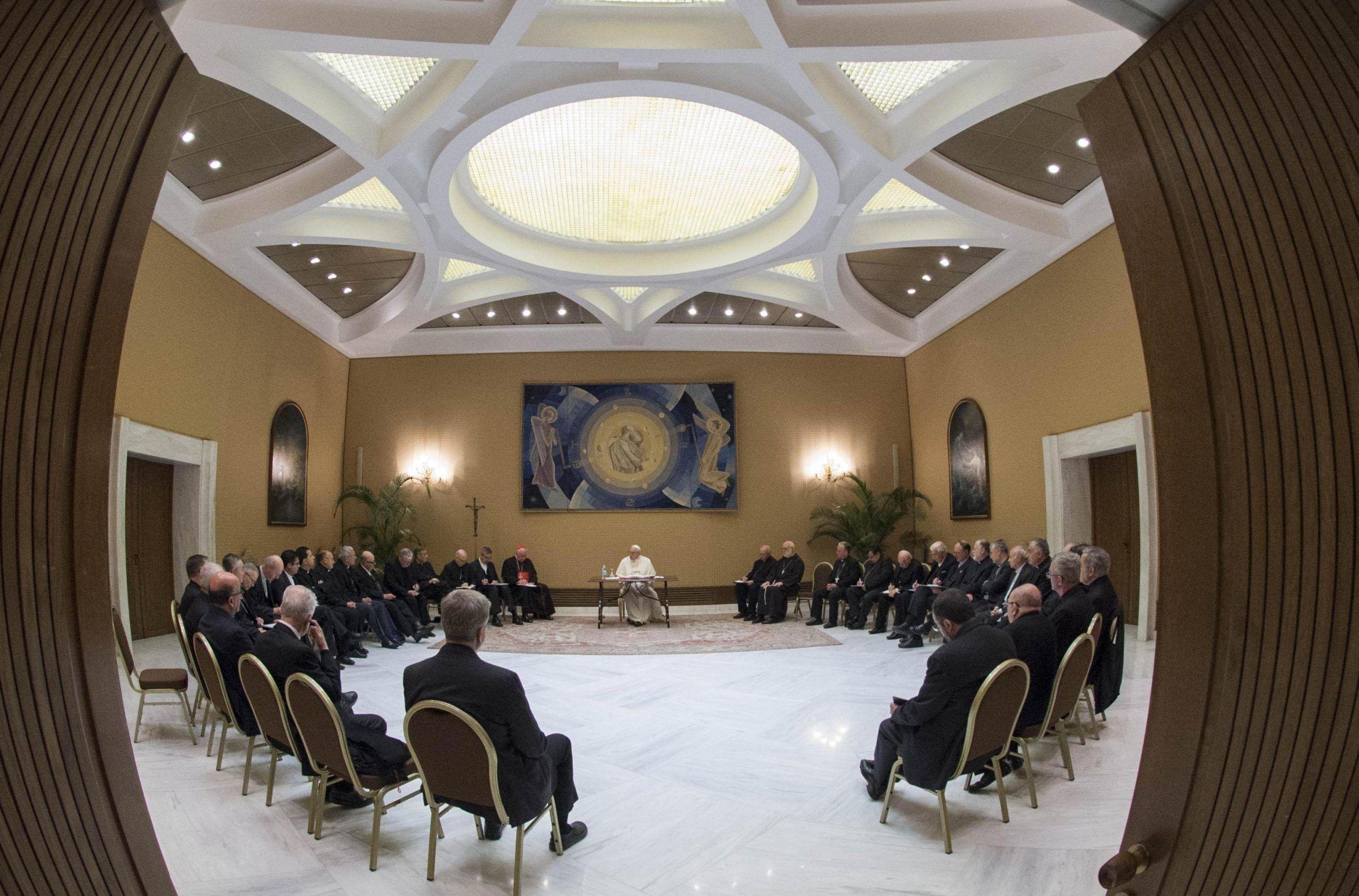Pedofilia incontro papa con vescovi Cile