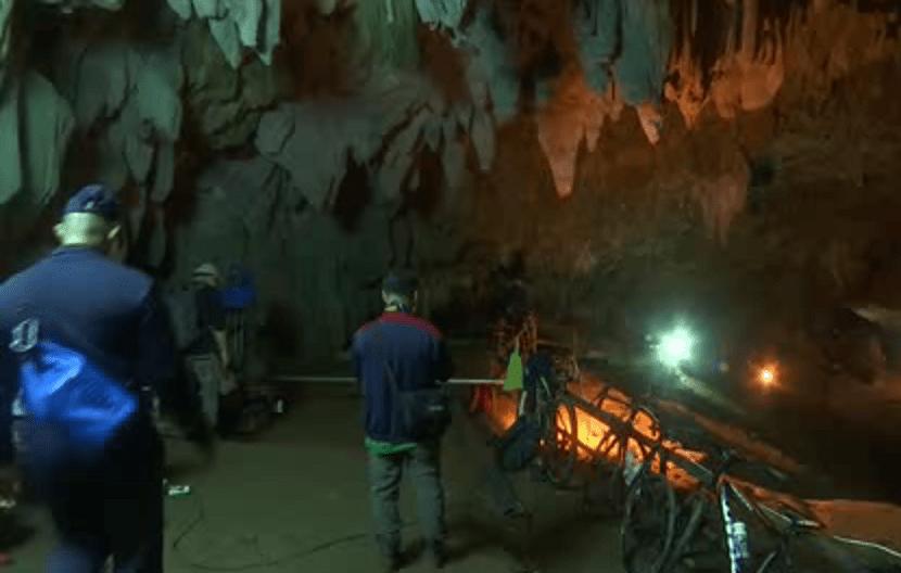 squadra dispersa in grotta in Thailandia