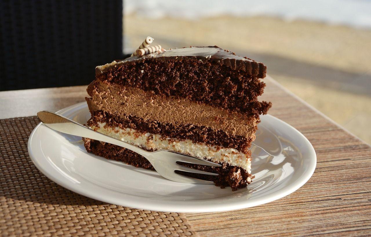 Sbaglia a digitare il PIN: tre fette di torta le costano 6400 euro
