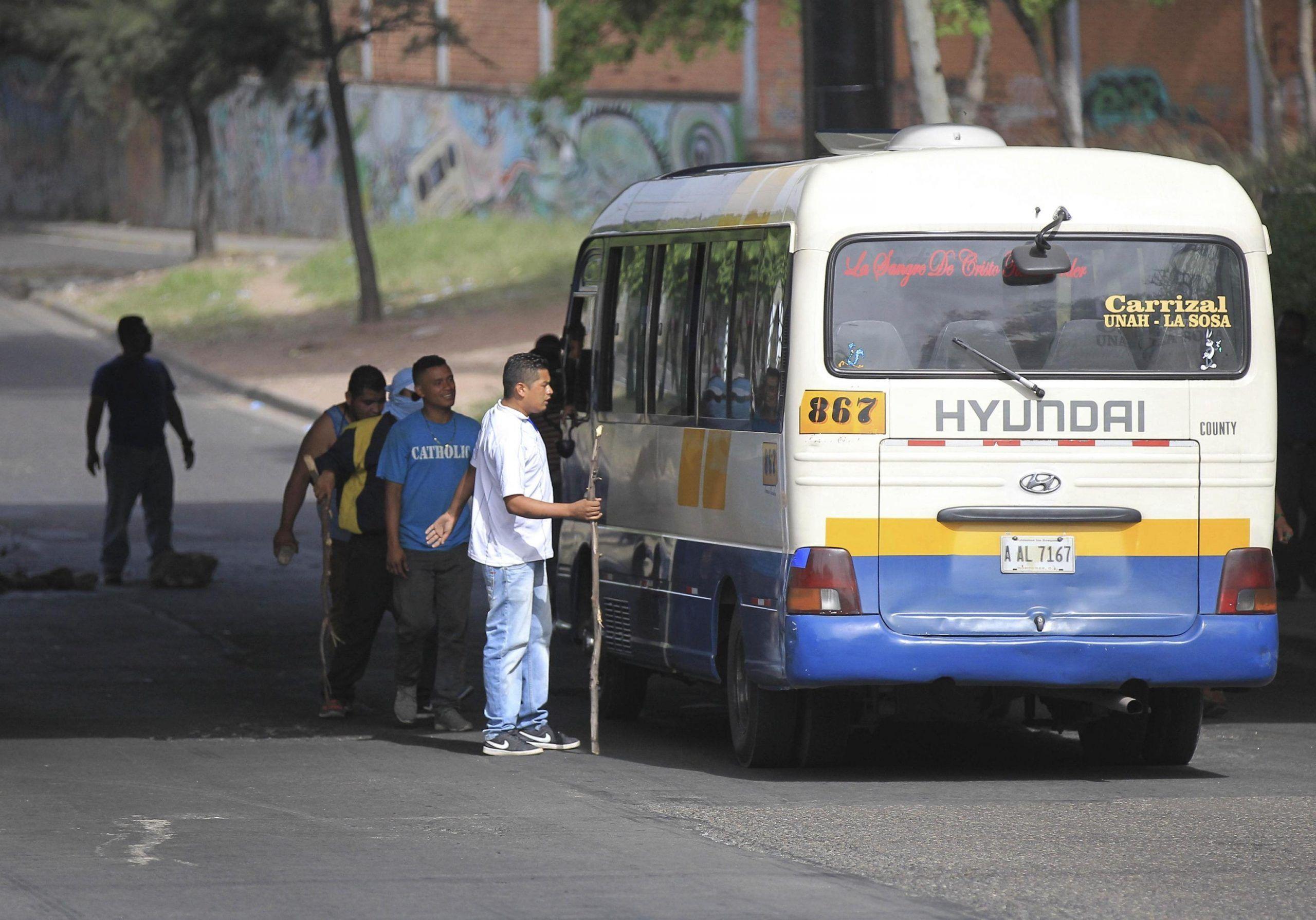 Autista di autobus aggredito da un cittadino extracomunitario: il clima di odio razziale continua a generare violenza