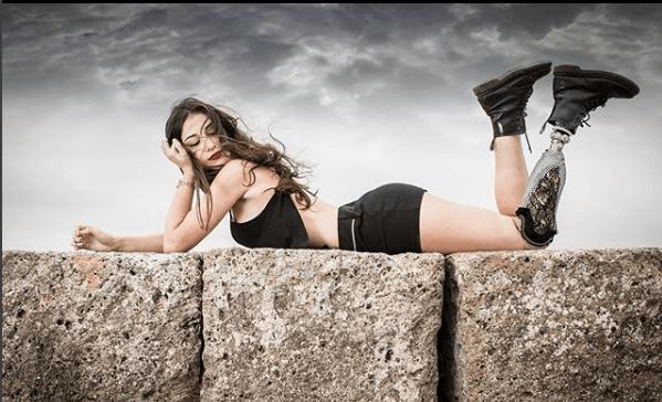Miss Italia, Chiara Bordi sfila con una protesi alla gamba: 'Trasmetto il mio coraggio'