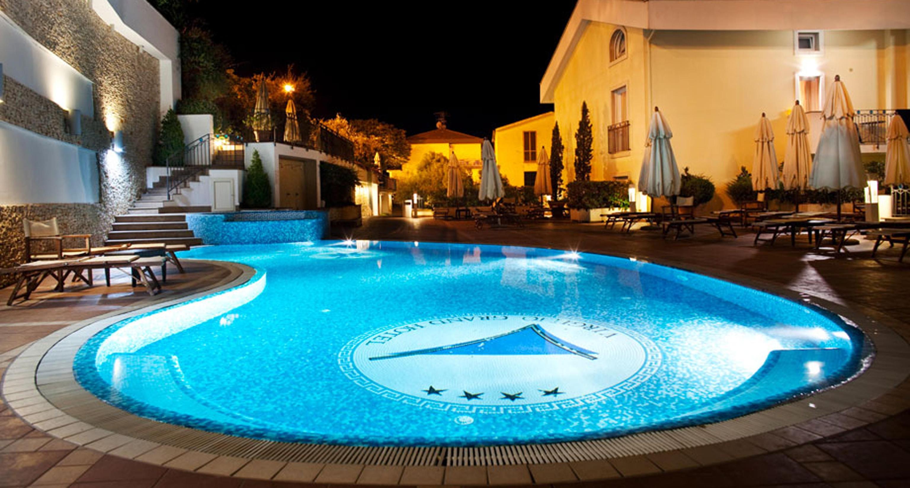 Roma: 13enne muore risucchiata dal bocchettone della piscina dell'hotel