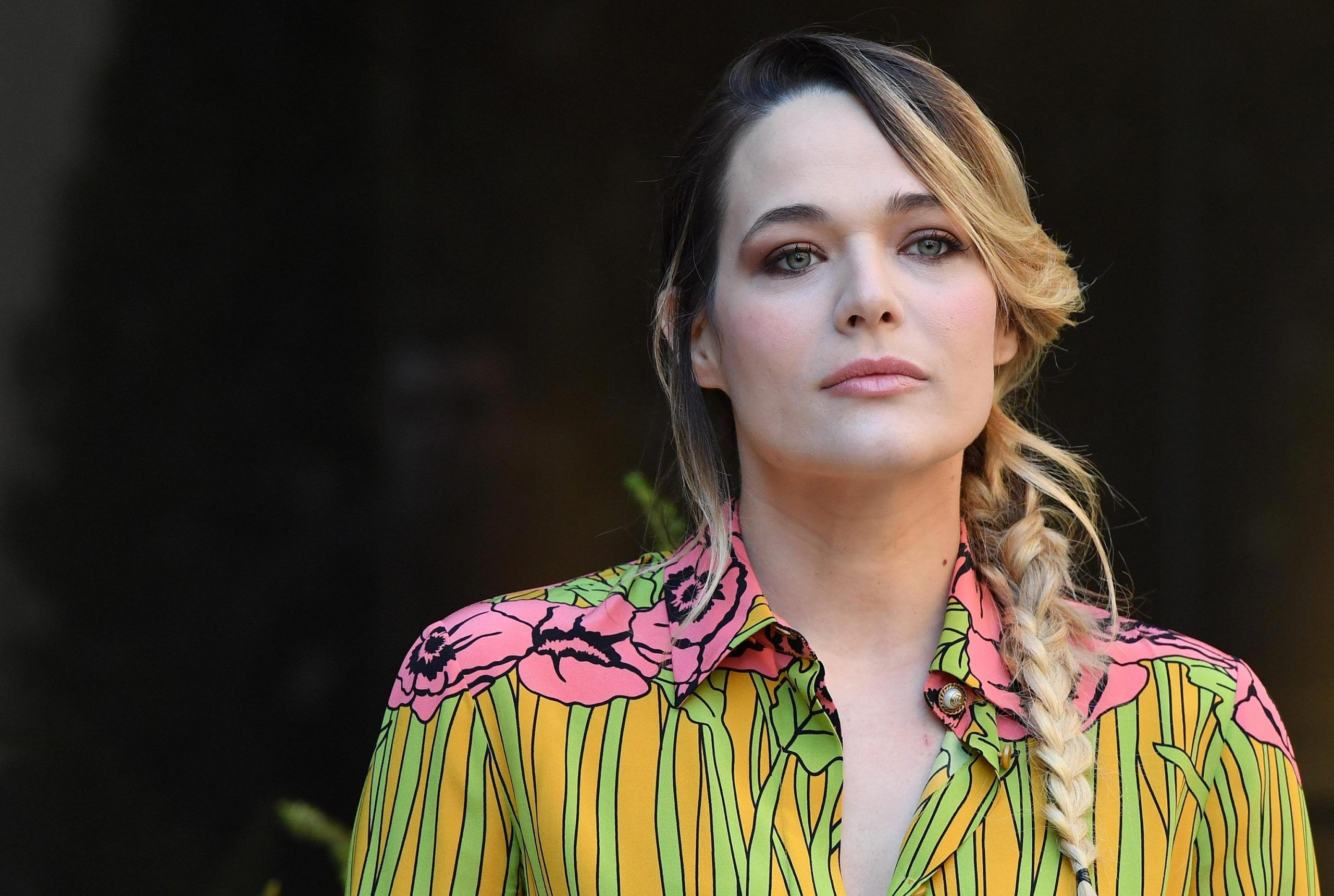 Laura Chiatti attacca Sandro Mayer: 'Signore con il parrucchino che ama sm****rmi'